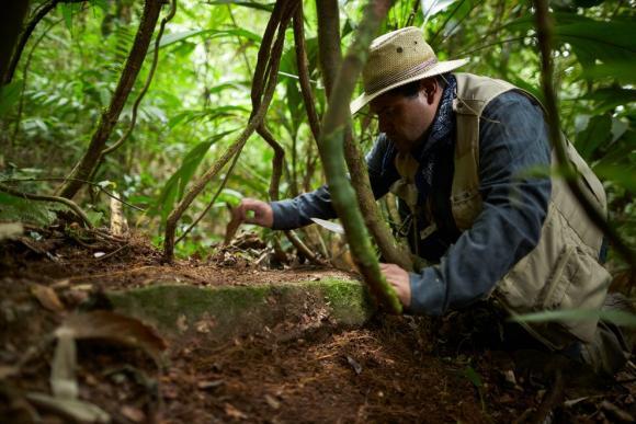 Investigadores excavan en el sitio arqueológico Ciudad Blanca, en Honduras. (Foto Prensa Libre: Hemeroteca PL)