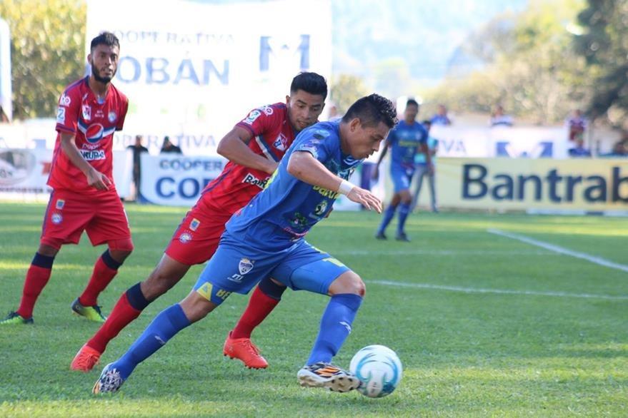 Cobán Imperial perdió en casa 1-0 contra Xelajú el domingo anterior en la segunda jornada del Clausura 2017. (Foto Prensa Libre: Eduardo Sam)
