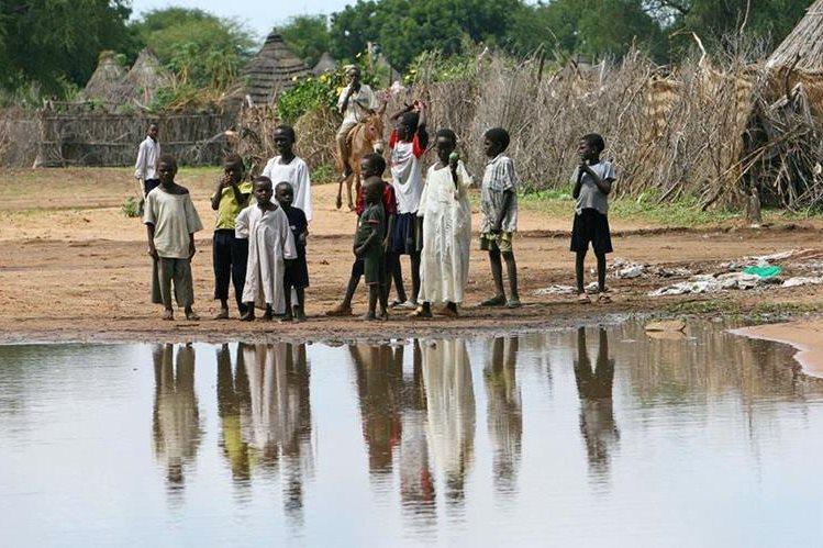 Habitantes de Sudán padecen las consecuencias de la falta de agua para consumo humano. (Foto: Hemeroteca PL).