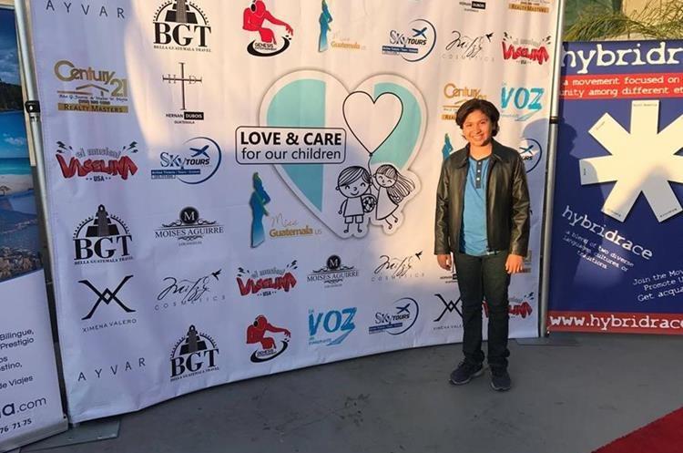Anthony González, actor de origen guatemalteco, protagonista de la cinta animada de Disney, Coco, partició en la actividad. (Foto Prensa Libre: Freddy Dávila)