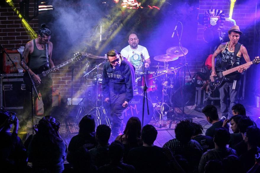 Viernes Verde dio un concierto en el Abejorro y presentó de forma oficial el disco P.M. (Foto Prensa Libre: Keneth Cruz)