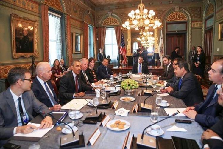Barack Obama y Jimmy Morales durante la reunión sostenida este martes. (Foto Prensa Libre: @GuatemalaGob)