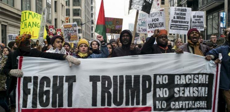 Trump se ha caracterizado por comentarios discriminatorios que han provocado protestas de varias comunidades.