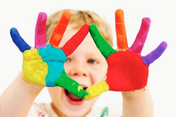 La tasa de autismo aumenta en los hijos de madres adolescentes y cuando los padres tienen grandes diferencias de edad.
