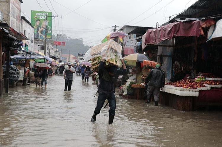 Mercado La Terminal, zona 4, Cobán, Alta Verapaz, afectado por las lluvias. Foto Prensa Libre: Eduardo Sam Chun