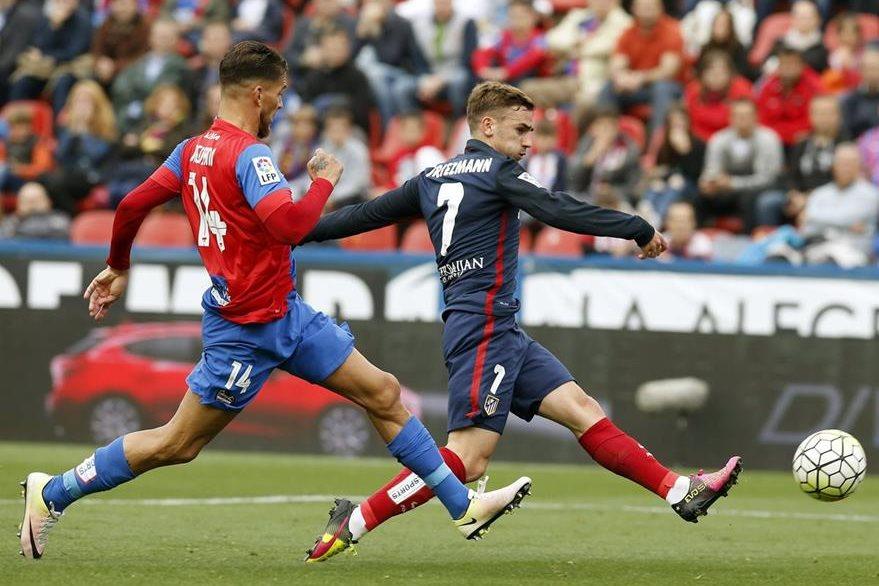 Antoine Griezmann del Atlético de Madrid es otro de los consentidos de los aficionados de Francia. (Foto Prensa Libre: EFE)
