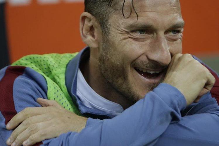 Totti es un jugador emblema en la Roma y está a muy poco de retirarse. (Foto Prensa Libre: Hemeroteca)