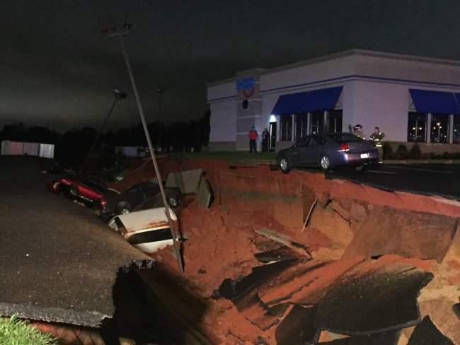 No hubo heridos en lugar del incidente. (Foto Prensa Libre: WJTV.com)