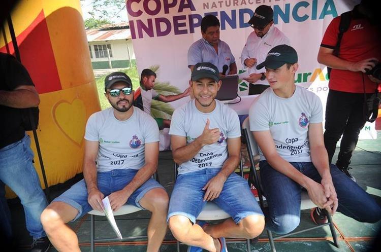 Kamiani Félix, Cristián Jiménez y Nicholas Hagen durante la presentación de la final de la Copa Independencia.