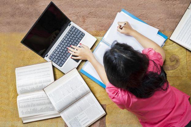 Estudiar y trabajar al mismo tiempo puede ser extenuante.THINKSTOCK