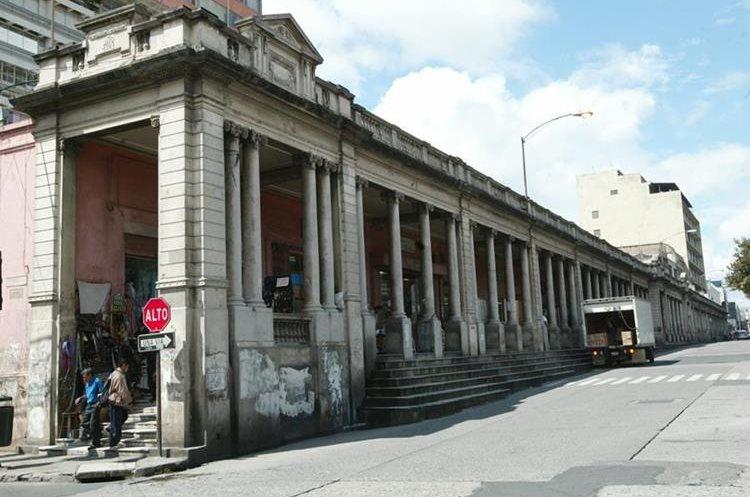 Portal del Comercio en la 8a. calle entre 7a. y 6a. avenida de la zona 1. (Foto Prensa Libre: Hemeroteca PL)