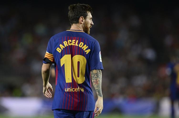 Lionel Messi juró amor eterno al Barcelona. Ahora todo el mundo espera que firme su renovación. (Foto Prensa Libre: AFP)