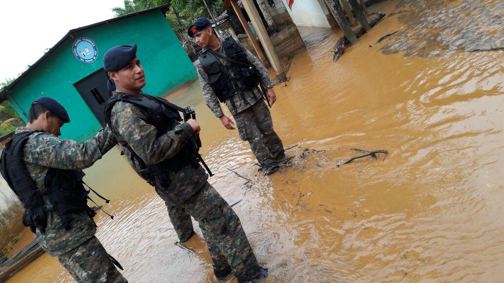Varias comunidades de Izabal afectadas por la lluvia. (Foto, Prensa Libre: @Ejercito_GT)