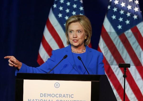 "<em><span class=""hps"">Hillary Clinton, candidata presidencial demócrata</span><span> </span><span class=""hps"">participa en un mitin en el Comité</span> <span class=""hps"">Nacional Demócrata.</span></em>"