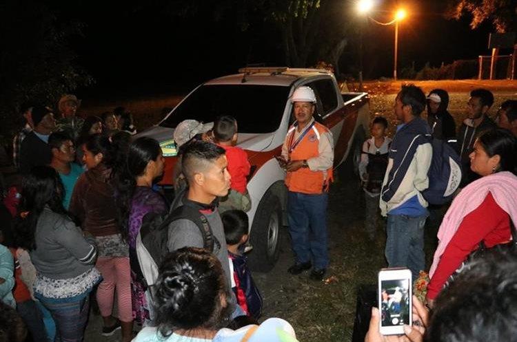 Durante la madrugada varias personas fueron movilizadas de las poblaciones cercanas al Volcán de Fuego por la erupción.