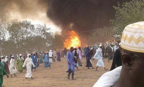 Un incendio consumió tiendas de campaña y causó la muerte de más de 20 personas en Senegal. (Foto Prensa Libre: Seneweb).