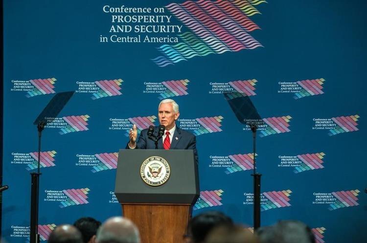 Mike Pence, habla durante la cumbre económica y de seguridad sobre Centroamérica. (EFE).