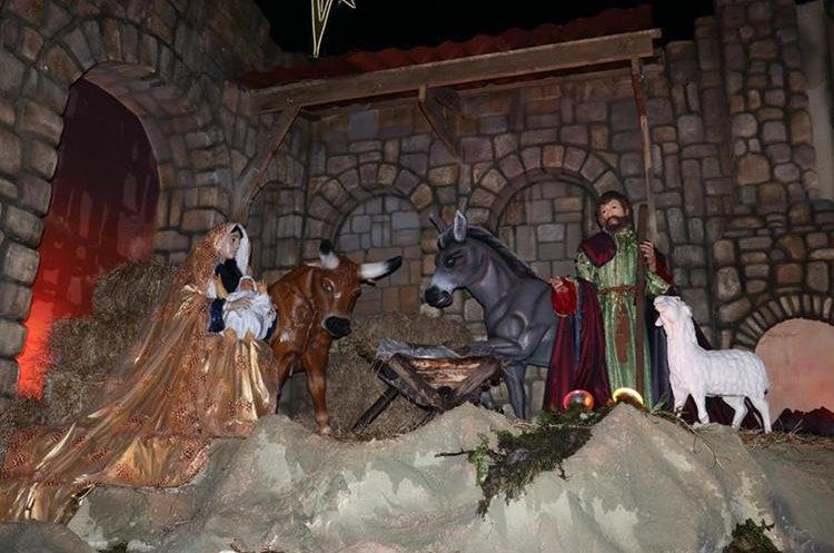 San Pedro Yepocapa cuenta con un vistoso nacimiento que anuncia el nacimiento de Jesús. (Foto Prensa Libre: Víctor Chamalé).