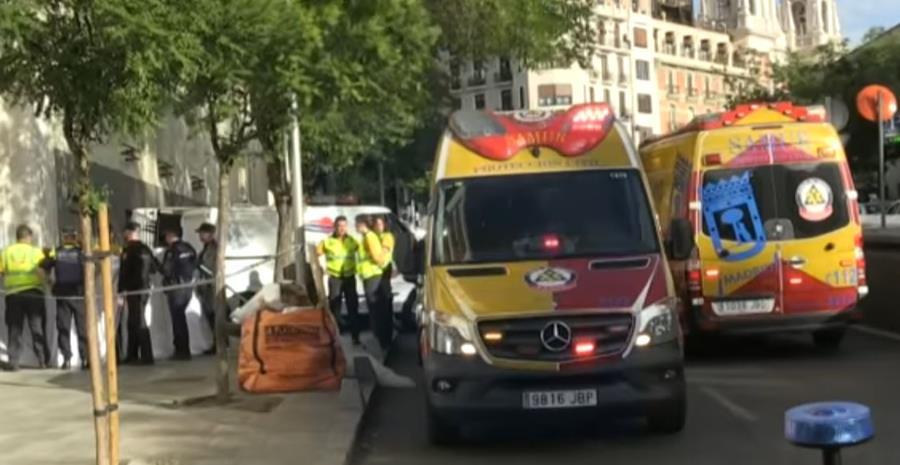 Protección Civil y Bomberos del Ayuntamiento de Madrid llegaron a auxiliar a las víctimas. (Foto Prensa Libre: EFE)