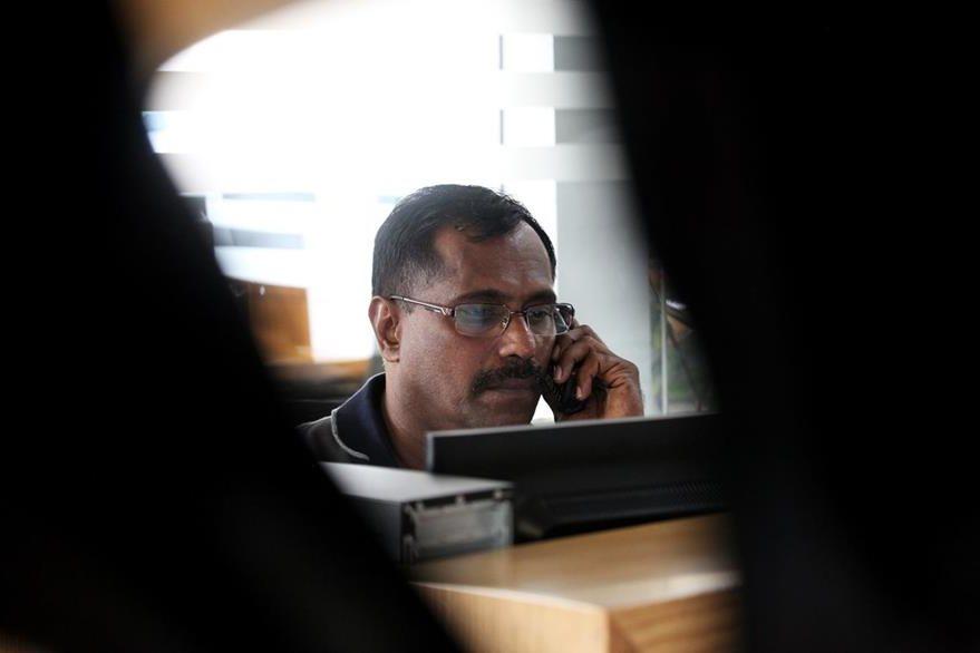 Mohamed Basheer, en su lugar de trabajo en Al Tayer Motors. (Foto Prensa Libre: AP).