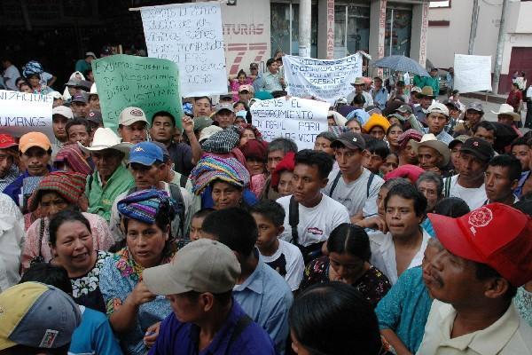 <p>Afectados protestan para exigir cumplimiento de los compromisos adquiridos y resarcimiento integral para víctimas de la guerra interna.</p>