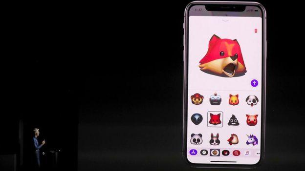El nuevo celular permite convertir tu propio rostro en un emoji parlanchín. (GETTY IMAGES)