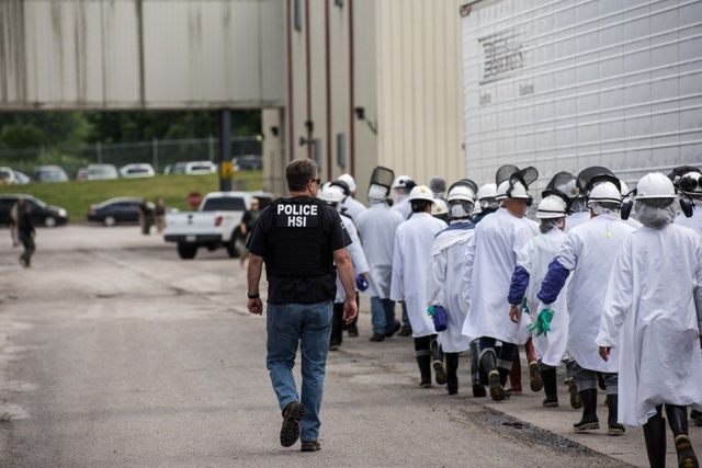 ICE ejecuta órdenes de allanamiento federales en Fresh Mark, 146 arrestados por violaciones de inmigración. (Foto Prensa Libre: Archivo)