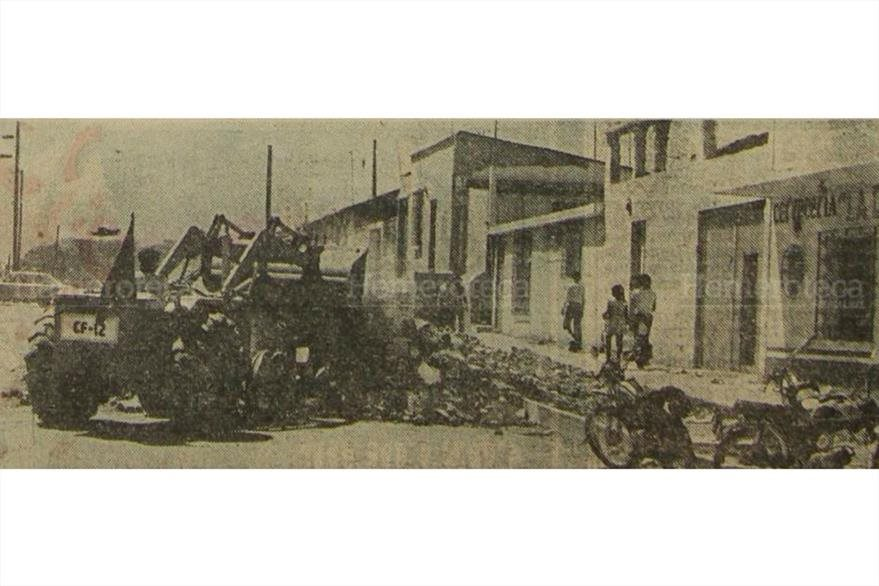 Maquinaria descombra en diversas zonas capitalinas en marzo de 1976. (Foto: Hemeroteca PL)