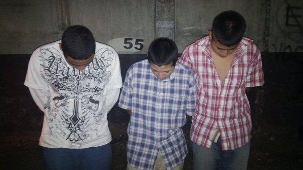 Tres adolescentes fueron detenidos sindicados de atacar al piloto de un Transurbano. (Foto Prensa Libre: PNC)