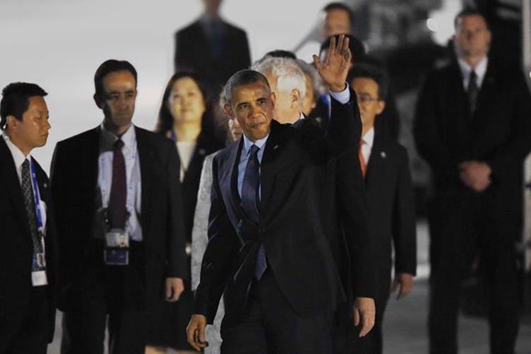 Presidente Barack Obama a su arribo en el aeropuerto Chubu, Tokoname, Japón. (Foto Prensa Libre: AFP)