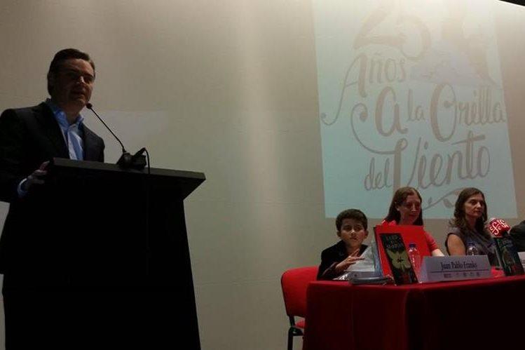 El Secretario de Educación de México, Aurelio Nuño Mayer, durante la premiación de Juan Pablo Franky. (Foto Prensa Libre: Prensa Libre)