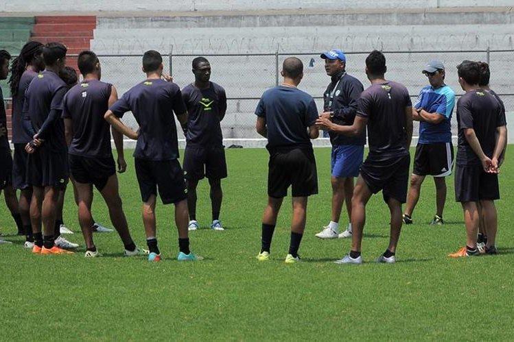 Antigua GFC se entrenó este jueves en el estadio Pensativo. (Foto Prensa Libre: Carlos Vicente).