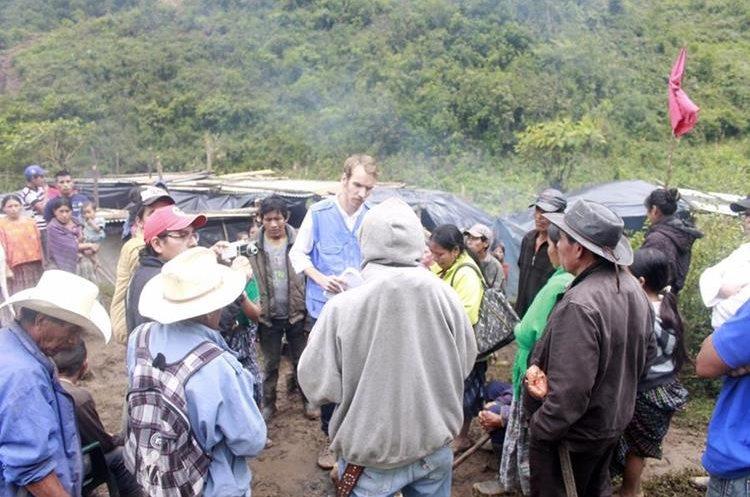 Delegados de Naciones Unidas verificaron las condiciones en las que viven los afectados.(Prensa Libre: Eduardo Sam)