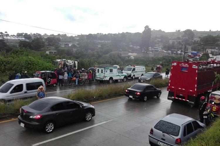 Pasajeros comentaron que los pilotos no toman sus precauciones en la ruta Interamericana. (Foto Prensa Libre: Víctor Chamalé)