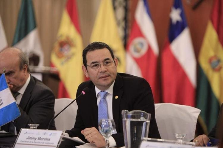 Jimmy Morales durante su discurso en la Conferencia Iberoamericana de Ministros de Educación, en Antigua Guatemala. (Foto Prensa Libre: Gobierno de Guatemala)