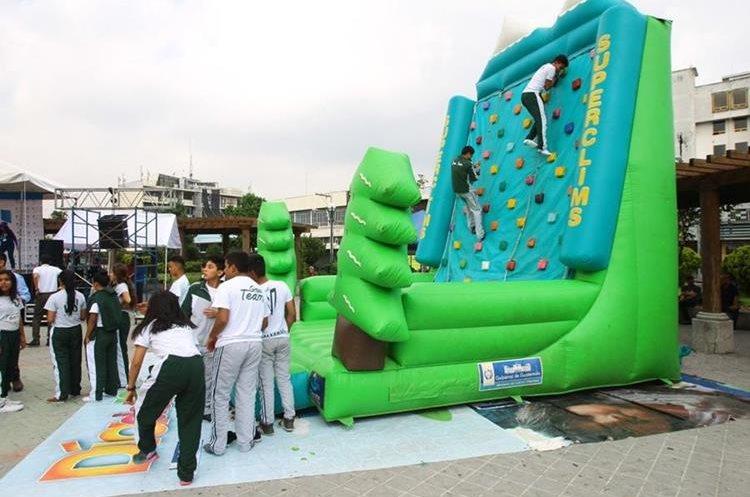 Juegos inflables se instalaron en el parque Concordia, zona 1. (Foto Prensa Libre: Álvaro Interiano)