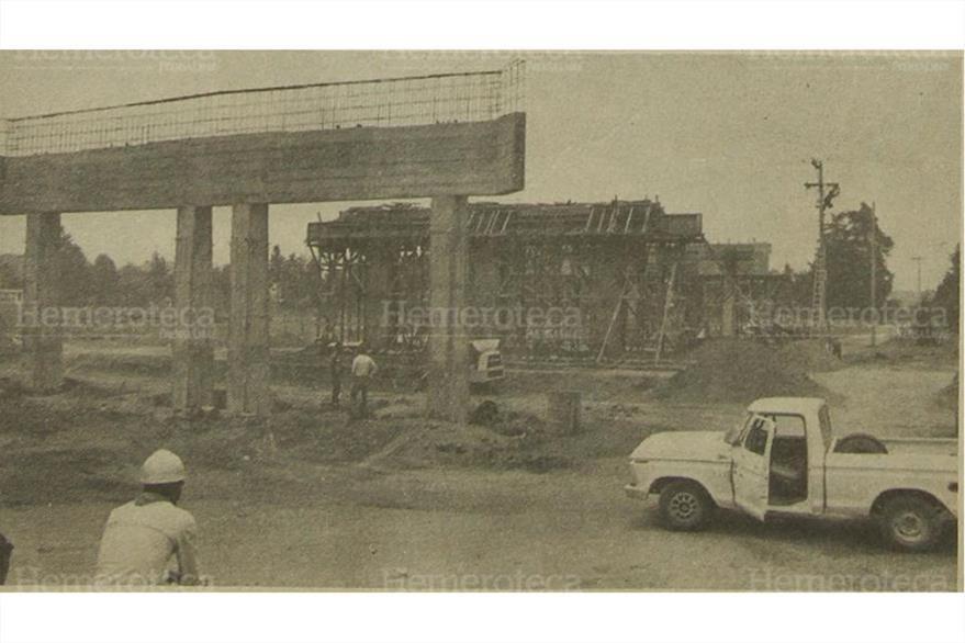 04/05/1981 Paso a Desnivel que se construye en San Lucas el cual beneficiará a Mixco. (Foto: Hemeroteca PL)