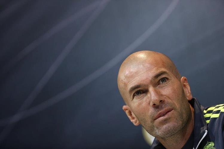 El francés Zinedine Zidane, técnico del Real Madrid, durante la conferencia de prensa de hoy. (Foto Prensa Libre: EFE)