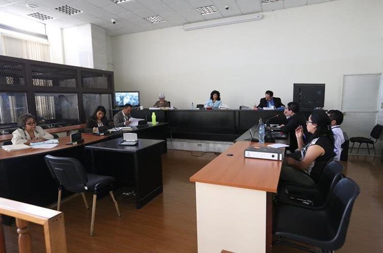 La sentencia contra los 20 pandilleros se efectuó por medio de video conferencia. (Foto Prensa Libre: Paulo Raquec)