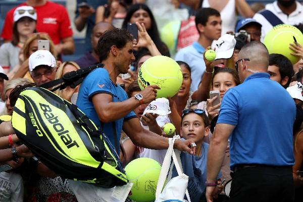El español, Rafael Nada es buscado por los aficionados. (Foto Prensa Libre: AFP)