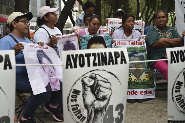 Ombudsman de México implica a policías federales en desaparición de 43 estudiantes de Ayotzinapa. (Foto Prensa Libre: AFP).