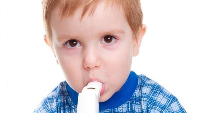 Más del 20 por ciento de los niños padecen esta enfermedad crónica que produce respiración sibilante, tos y dificultad para respirar.