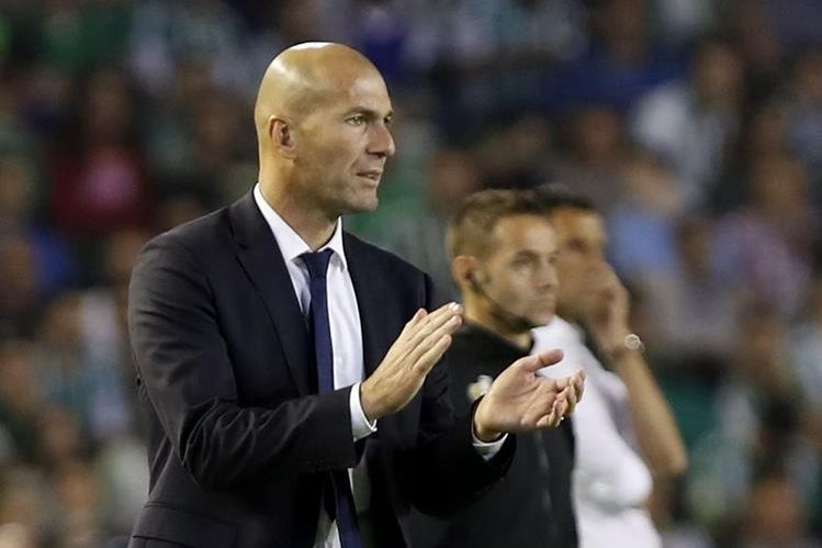 Zidane se mostró satisfecho con el resultado de este sábado. (Foto Prensa Libre: EFE)