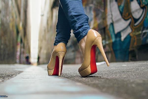 El calzado es una de las piezas fundamentales en la vestimenta, puede proyectar sensualidad, elegancia y buen gusto, si se escoge el más adecuado al atuendo y la ocasión. (Foto Prensa Libre: Hemeroteca PL)