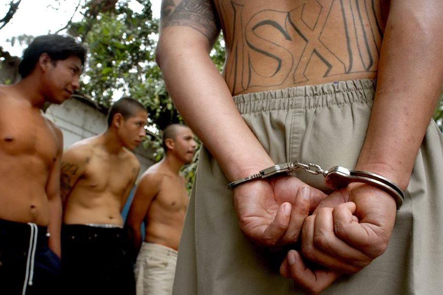 Las pandillas ha multiplicado por seis el número de solicitudes de asilo a Estados Unidos y México. (Foto Prensa Libre: Hemerotca PL)