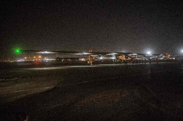 El Solar Impulse II se dirige a Abu Dabi en el tramo final de su gira mundial.(AFP).