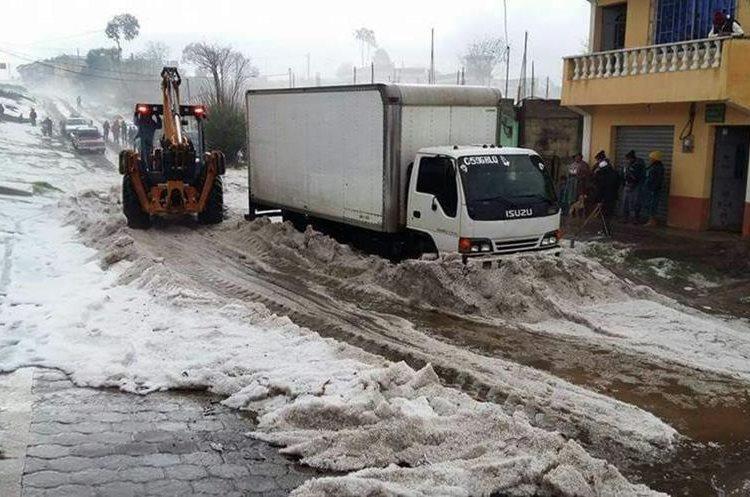 El camino hacia Chicuá, Chajabal, quedó bloqueado por varias horas. (Foto Prensa Libre: Cortesía @climagt)