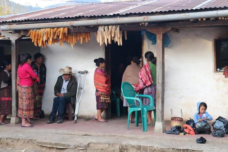 La familia Chumil busca apoyo económico para repatriar los restos del joven que emprendió el Sueño Americano, pero falleció en el desierto de Texas. (Foto Prensa Libre: Ángel Julajuj)