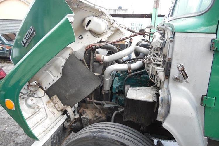 Los transportistas llevan a los talleres mecánicos los autobuses para que les coloquen motores turbo. (Foto Prensa Libre: José Rosales).