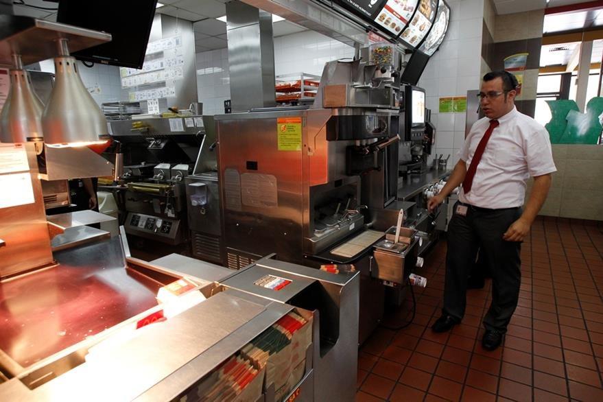 Las mesas calientes evitan que la comida se enfríe. (Foto Prensa Libre: Paulo Raquec)